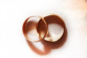 Zu Fragen rund um Ehe und Lebenspartnerschaft beraten Boss & Meyer Rechtsanwälte